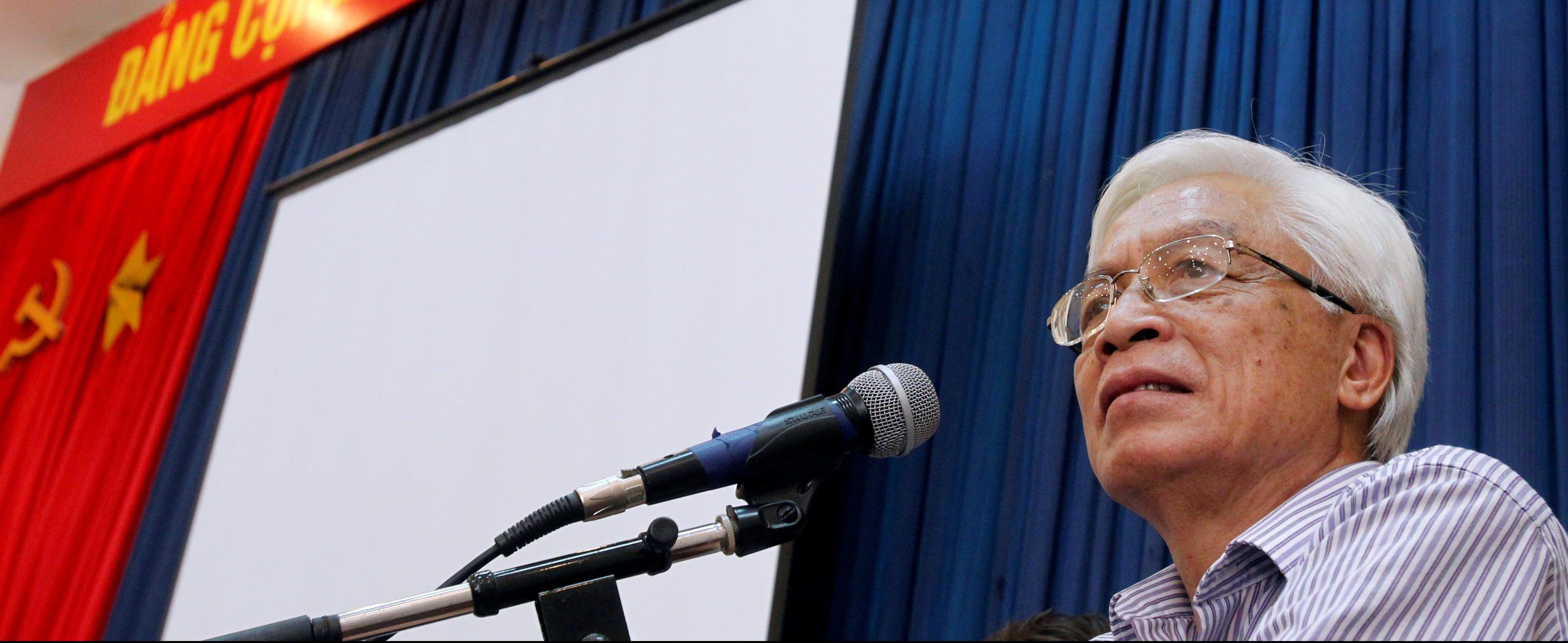 Chu Hao, ancien directeur du Centre National de la Technologie, ancien vice-ministre des Sciences et des Technologies (de 1996 à 2005) et éditeur renommé, a fait l'objet d'une procédure disciplinaire au sein du Parti Communiste Vietnamien. (Source : Newint)