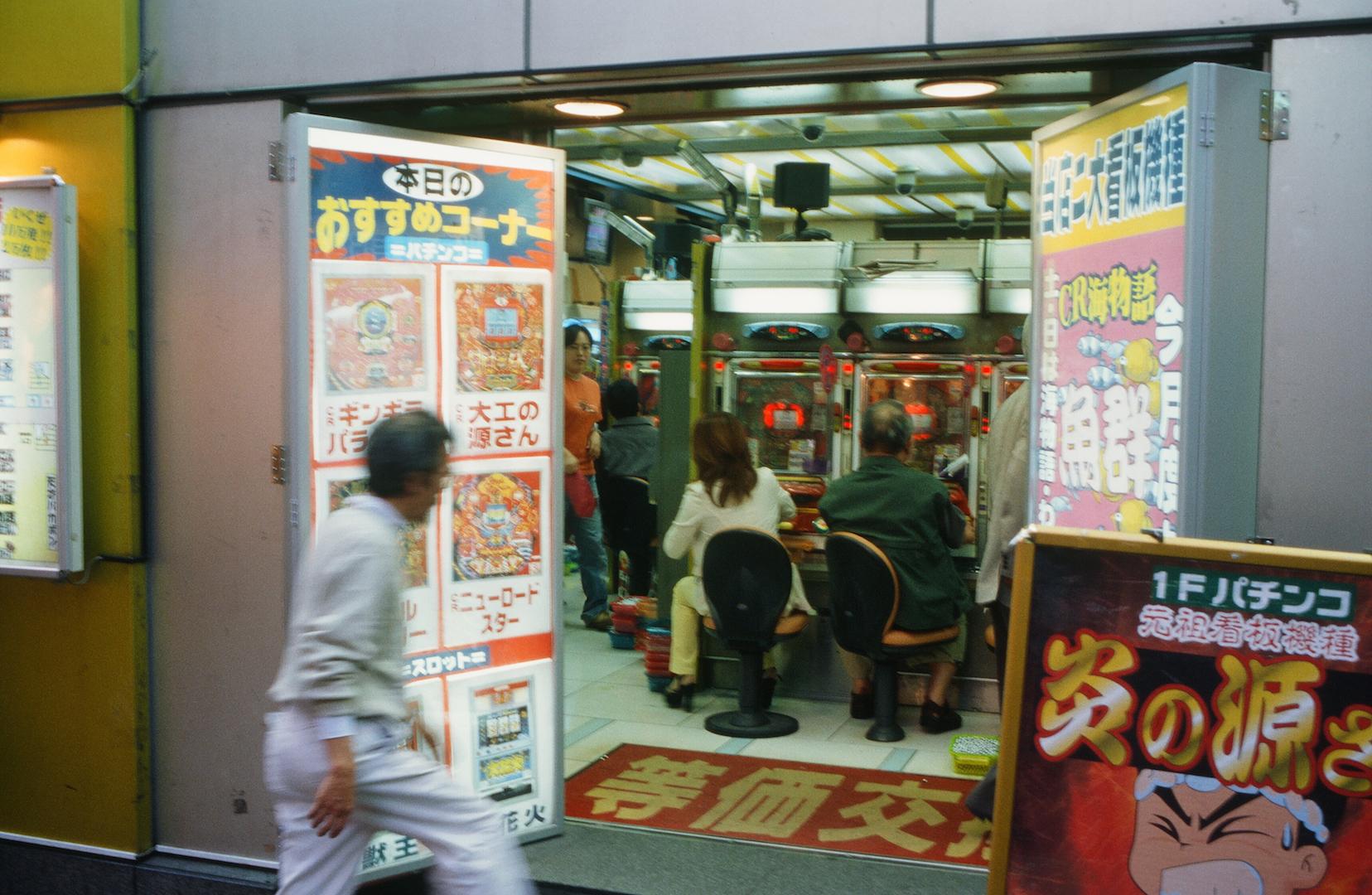 Salle de Pachinko à Tokyo, au Japon - avril 2000. (Copyright : Bruno Birolli)
