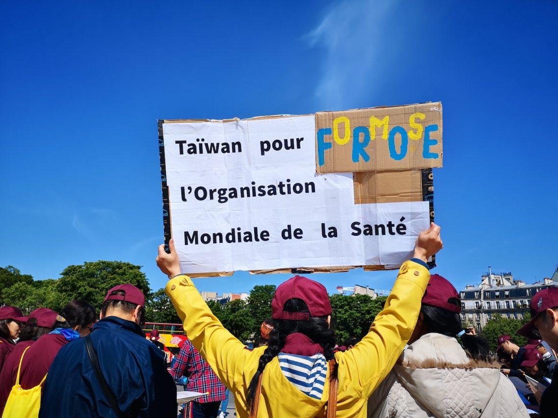 """Le 16 mai 2019 lors du rassemblement organisé au Trocadéro à Paris , l'une des capitales du monde choisie par le gouvernement taïwanais pour faire connaître sa campagne """"taiwan can help"""", destinée à retrouver un statut d'observateur à l'Organisation mondiale de la santé. (Copyright : Alice Hérait)"""