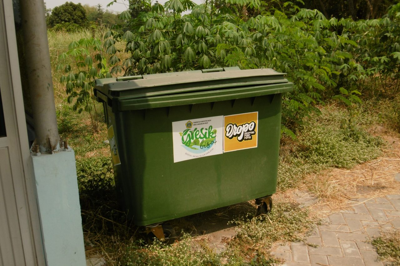 Une poubelle pour les couches, action de l'association Ecoton (Crédit : Aude Vidal)