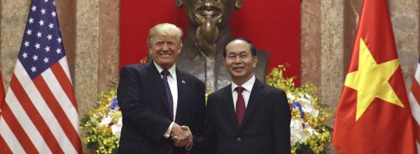 Le président américain Donald Trump et don homologue vietnamien Tran Dai Quang au palais présidentiel le 12 novembre 2017à Hanoï. (Source : CNN)