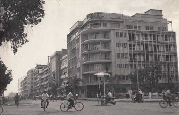 L'hôtel Monorom à Penh Penh en 1965, jadis l'un des plus luxueux de la capitale cambodgienne. (Source : Pinterest)