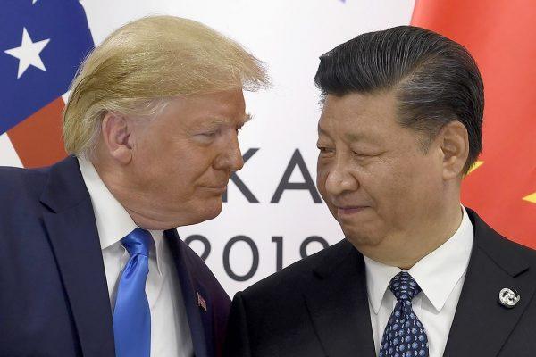 Le président américain Donald Trump serre la main de son homologue chinois Xi Jinping au sommet du G20 à Osaka le 29 juin 2019. (Source : Politico)