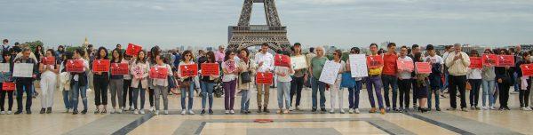 Rassemblement de Hongkongais contre le projet de loi d'extradition vers la Chine, place du Trocadéro à Paris, en juin 2019. (Crédit : Quang Pham)