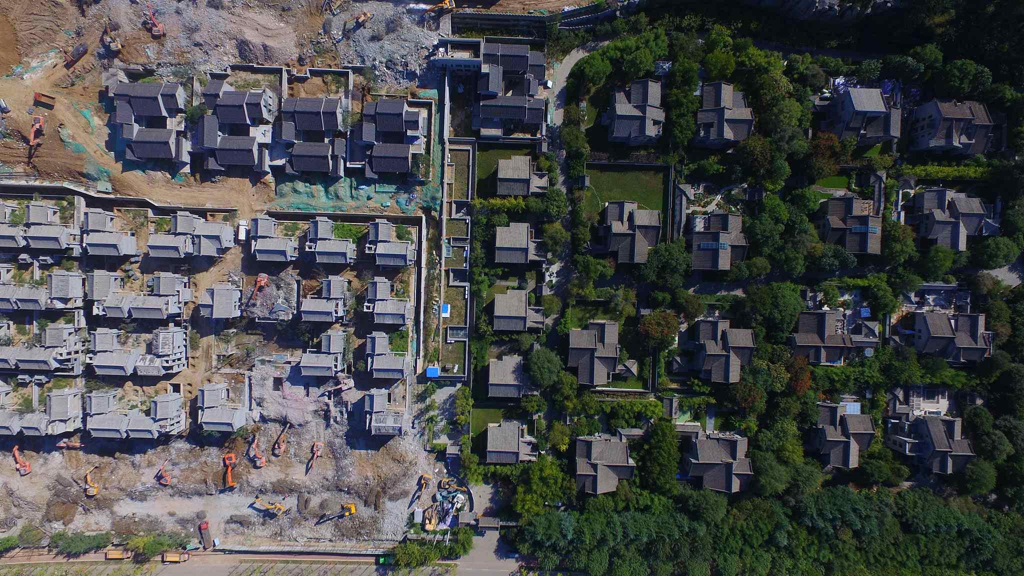En janvier 2019, le gouvernement a décidé démolir les villas illégalement construites à Qinling dans le Shaanxi, après la retentissante affaire de corruption mêlant les plus hauts dirigeants de la ville de Xi'an. (Source : CGTN)