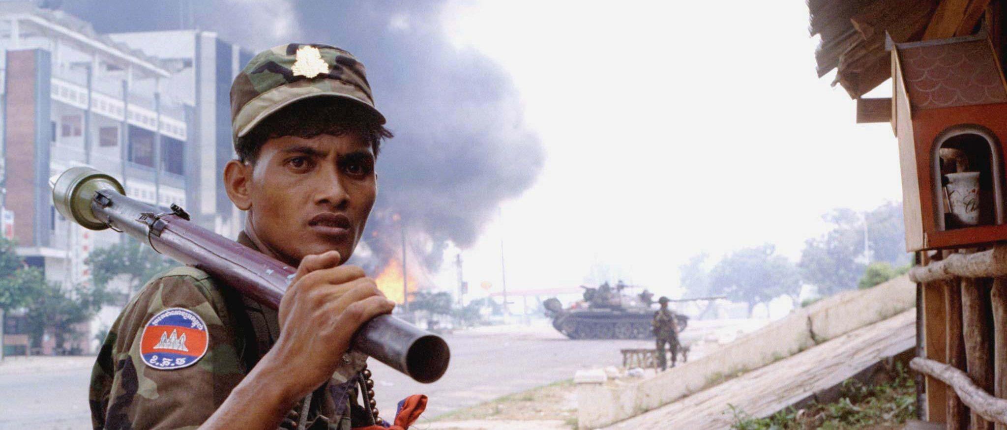 Un soldat cambodgien loyal au second premier ministre Hun Sen le 6 juillet 1997 à Phnom Penh. (Source : Cambodia Daily)