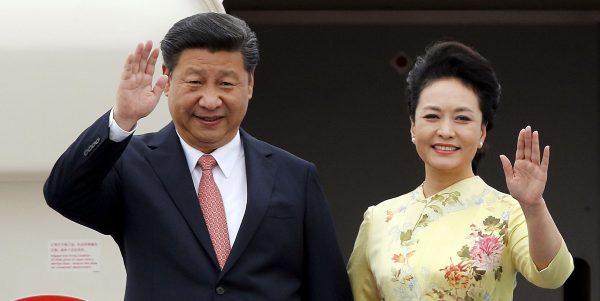 Le président chinois Xi Jinping et son épouse Peng Liyuan. Source : Newsweek)