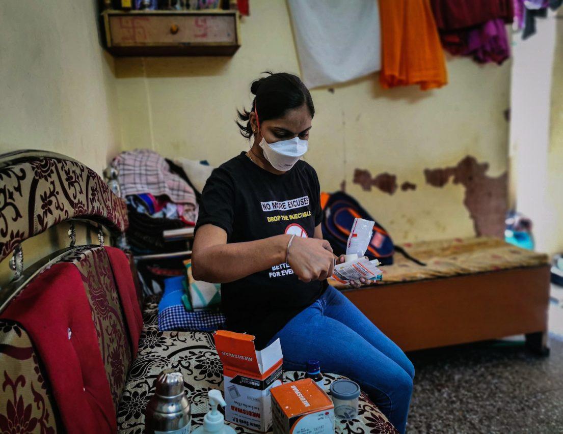 Séparée de son enfant, Meera Yadav s'est vu prescrire des injections et médicaments sans effet sur sa maladie durant cinq ans. (Copyright : Alban Foreste)
