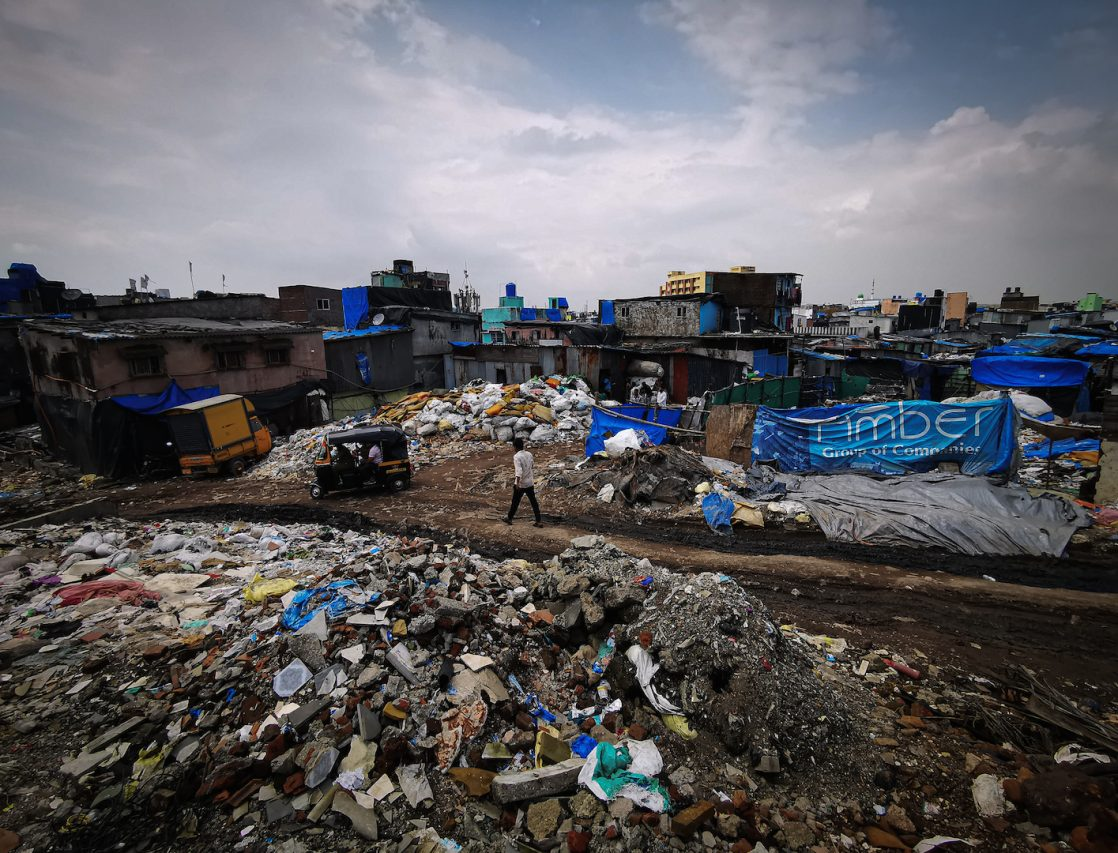 Dans certains bidonvilles, la densité atteint jusqu'à 40 000 habitants au kilomètre carré, favorisant la propagation de la bactérie. (Copyright : Alban Foreste)