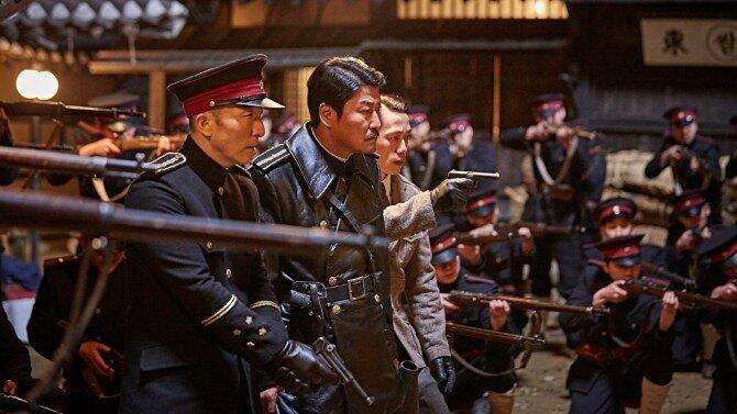 """Song Kang-ho campe un capitaine de police en pleine période coloniale dans """"The age of shadow"""" de Kim Jee-woon. (Crédit : DR)"""