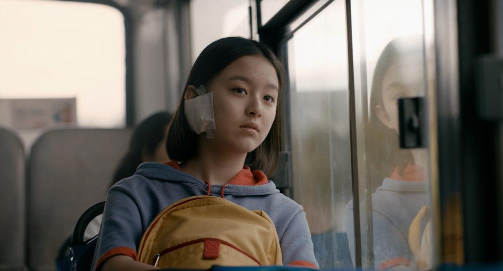 """Scène du film """"The House of the Hummingbird"""" de Kim Bora. Eun-hee cherche sa voie. (Crédit : DR)"""