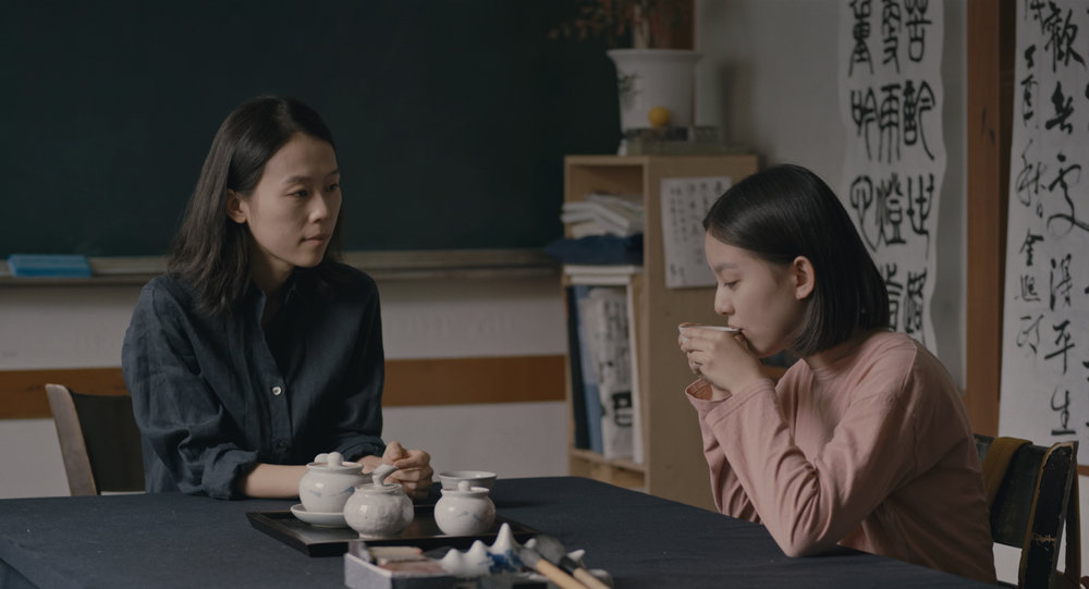 """Scène du film """"The House of the Hummingbird"""" de Kim Bora. Kim Sae-byuk campe une professeure bienveillante. (Crédit : DR)"""