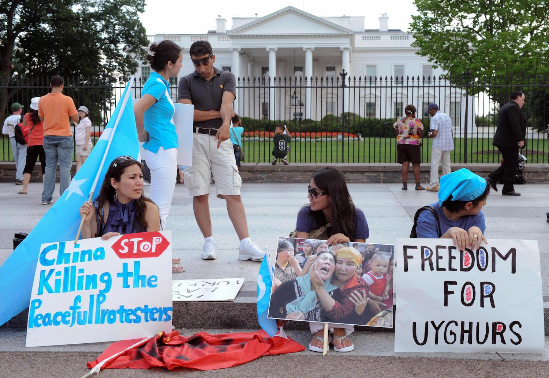 Manifestation de Ouïghours contre la répression au Xinjiang, devant la Maison Blanche, à Washington le 28 juillet 2009. (Source :Foreign Policy)