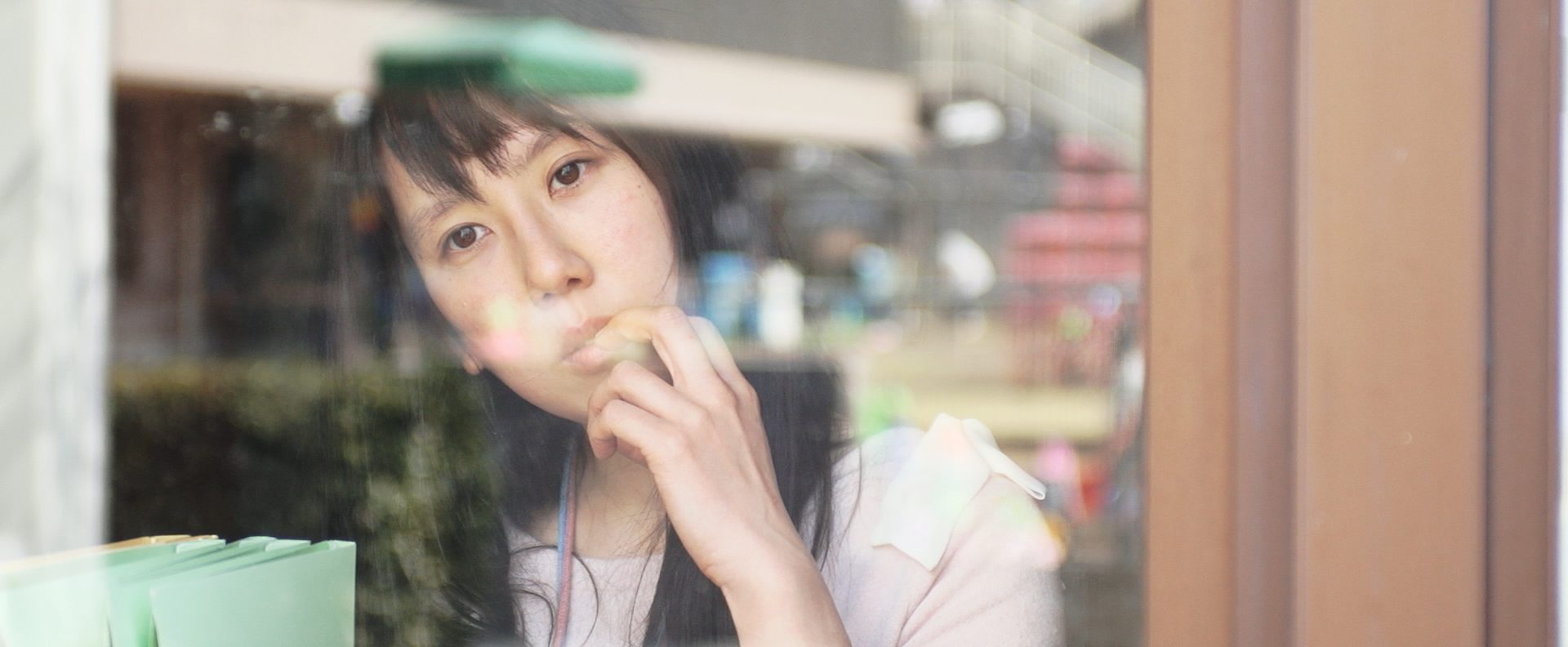 """Scène du film """"Siblings of the Cape"""" de Shinzo Katayama. L'actrice Misa Wada joue Mariko, une jeune femme souffrant d'un handicap mental. (Crédits : DR)"""