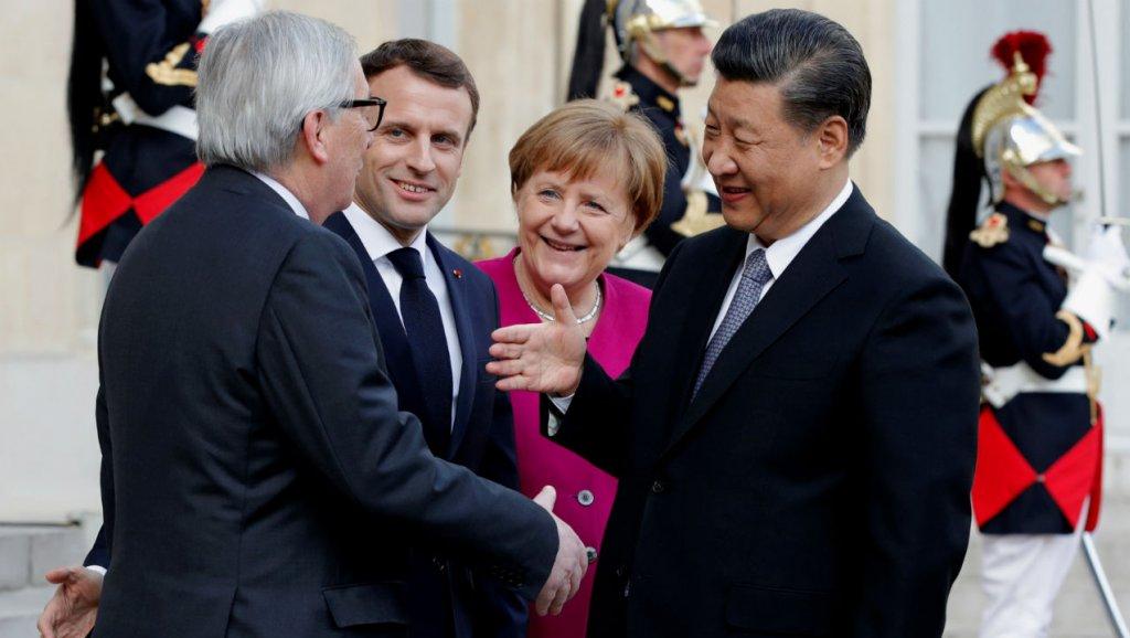 Le président Emmanuel Macron reçoit son homologue chinois Xi Jinping en compagnie de la chancelière Angela Merkel et du président de la Commission européenne Jean-Claude Juncker, le 26 mars 2019 à l'Élysée. (Source : Actusen)