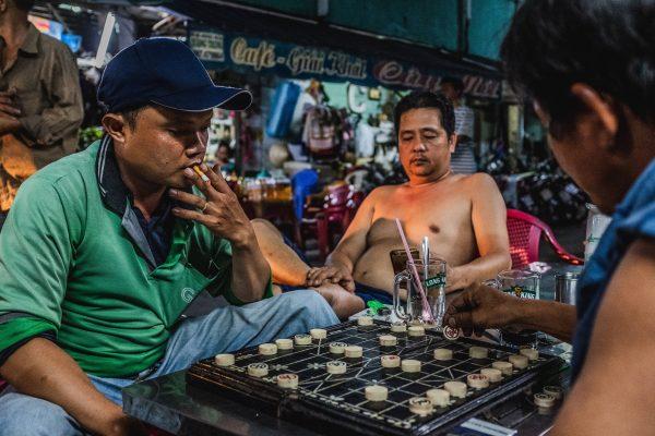 Plus connu sous son nom chinois xiangqi, le cờ tướng est un jeu d'échec populaire joué à travers la Chine et le Vietnam. (Copyright : Moran Kerinec)