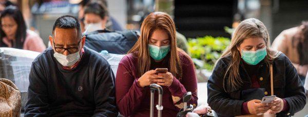 Des passagers portent un masque pour se protéger du coronavirus à l'arrivée d'un vol en provenance d'Asie à l'aéroport international de Los Angeles, le 29 janvier 2020. (Source : USA Today)