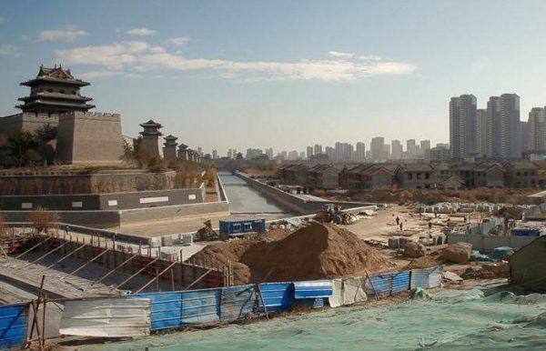 """Image du documentaire """"China dream"""" de Thomas Licata et Hugo Brilmaker sur Datong, la ville qui se rêvait capitale touristique de la Chine de Xi Jinping. (Crédit : DR)"""
