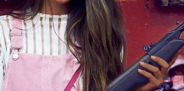 """Détail de la couverture du roman de Manu Joseph, """"Miss Laila armée jusqu'aux dents"""", traduction de Bernard Turle, Éditions Philippe Rey. (Copyright : Éditions Philippe Rey)"""