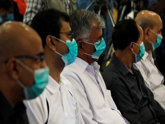 Des journalistes vêtus de masques lors d'une conférence de presse sur le premiers cas de coronavirus confirmés au Pakistan, à Karachi. (Source . :Times of India)