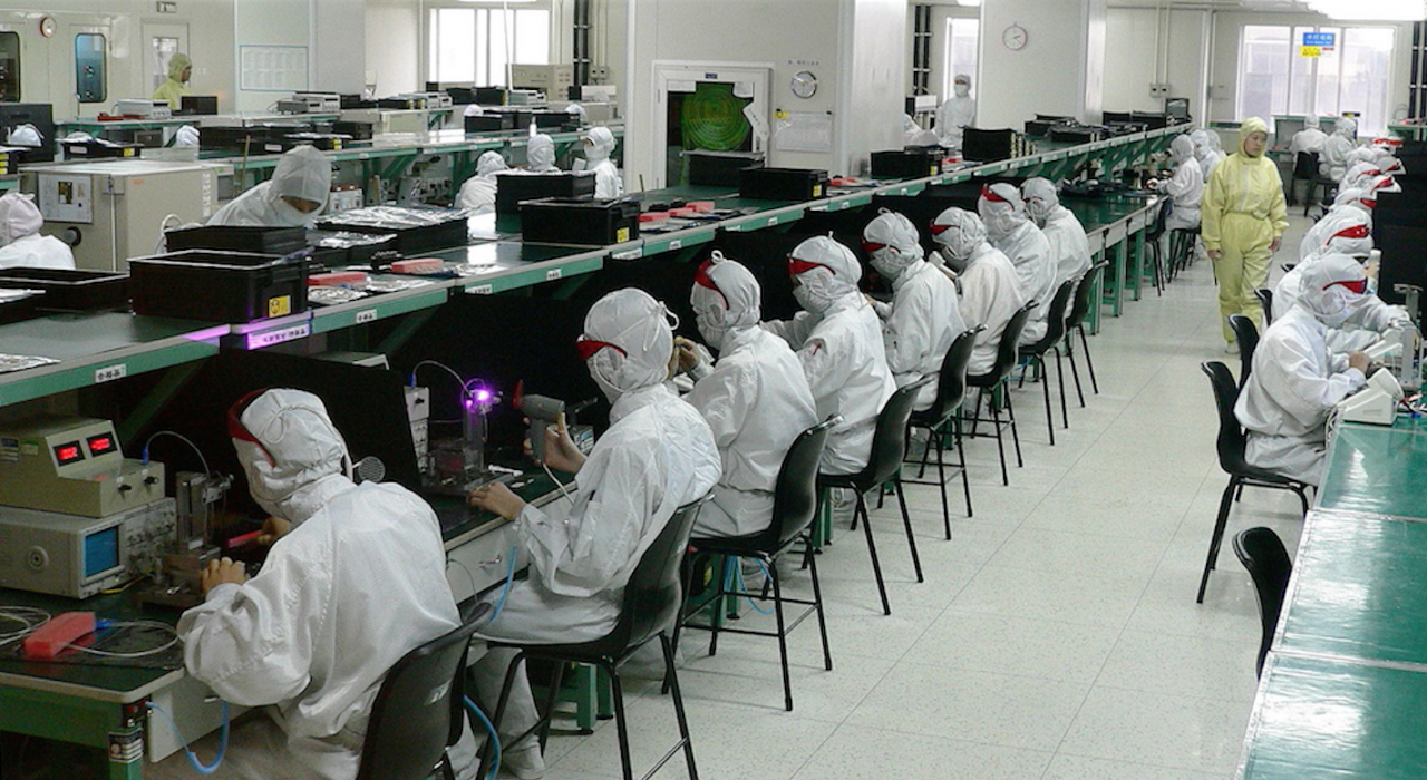 Atelier de test de fibre optique à Shenzhen, Chine. (Source : Steve Jurvetson, Wikipedia)