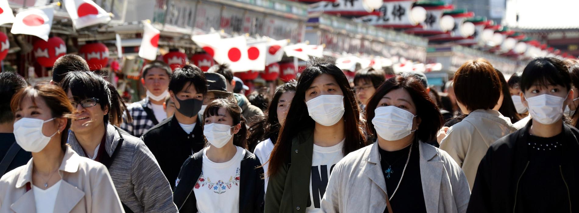(Source : CGTN) Des Japonais marchent à Tokyo, le 20 mars 2020