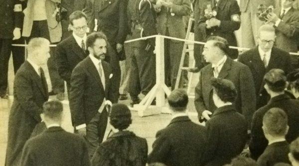 L'empereur éthiopien Haile Sélassié rencontre l'empereur japonais Hirohito lors de sa visite à Tokyo, le 19 novembre 1956. (Source : Wikimedia Commons)