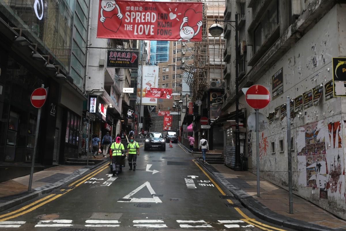 Le week-end des 21 et 22 mars 2020, Hong Kong a répertorié 44 nouveaux cas e contamination au coronavirus, dont beaucoup dans le quartier festif de Lan Kwai Fong. (Source : SCMP)
