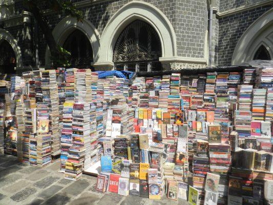 Bouquiniste à Bombay. (Copyright : Patrick de Jacquelot)