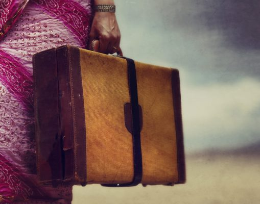 """Détail de la couverture du roman """"Fuir et revenir"""" de Prajwal Parajuly, Éditions Emmanuelle Collas. (Crédit : DR)"""