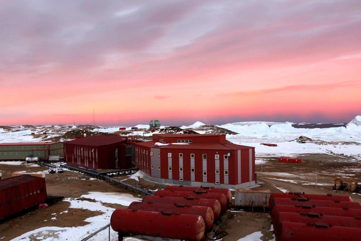 La base Zhongshan, créée par la Chine en Antarctique le 26 février 1989, est située dans les collines Larsemann sur la Terre de la Princesse Isabel, pour fonctionner toute l'année. (Source : Twitter / @XHNews)