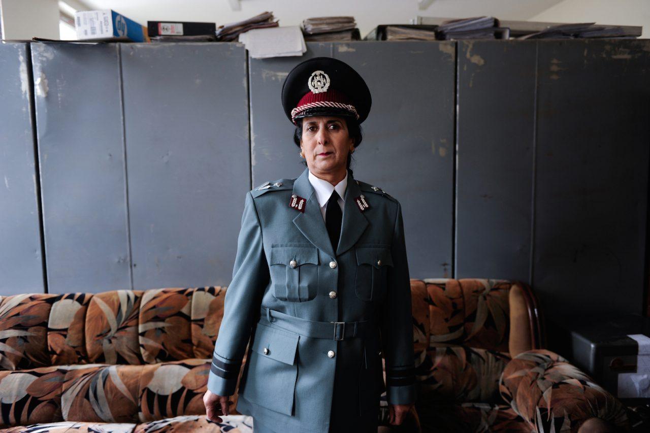 """Farzana Wahidy, """"Police Woman"""" (Policière), 2010. Collection de l'artiste. (Copyright : Farzana Wahidy)"""