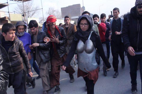 "Kubra Khademi, ""Armor"" (Armure), Kaboul, 2015. Performance filmée par Mina Rezaie, montage Zoe Crook, 3'14. (Copyright : Naim Karimi)"