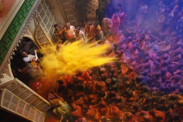 """La Holi ou """"fête des couleurs"""" en Inde. (Source : Explorateurvoyages)"""