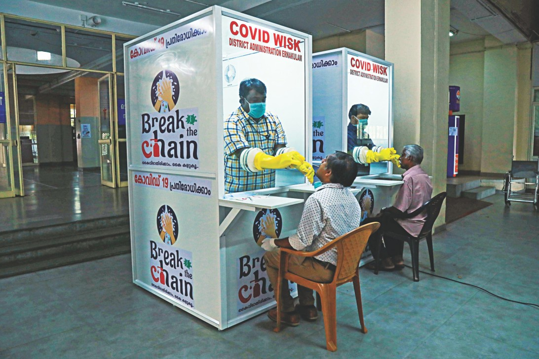 "À travers ""Break the chain"", sa campagne de communication, de tests et de traçage, l'État indien du Kerala a maintenu très bas le nombre de décès dus au Civd-19. (Source : Daily Star)"