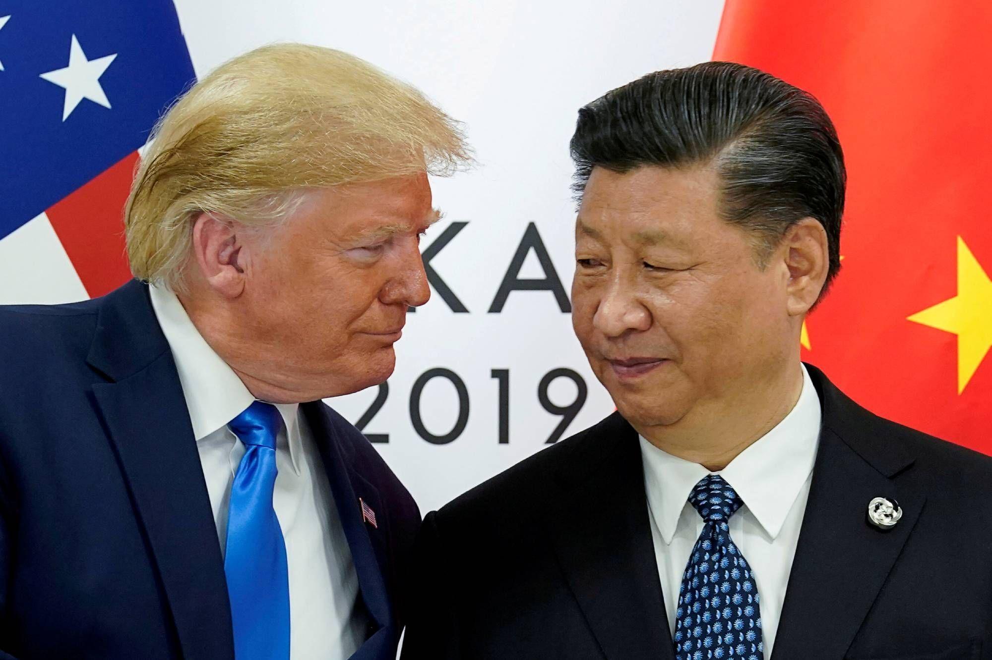 """Depuis le 14 mai, le président Donald Trump """"ne veut plus parler"""" à son homologue chinois Xi Jinping. Il est loin le temps du sommet du G20 à Osaka en 2019. (Source : ParisMatch)"""