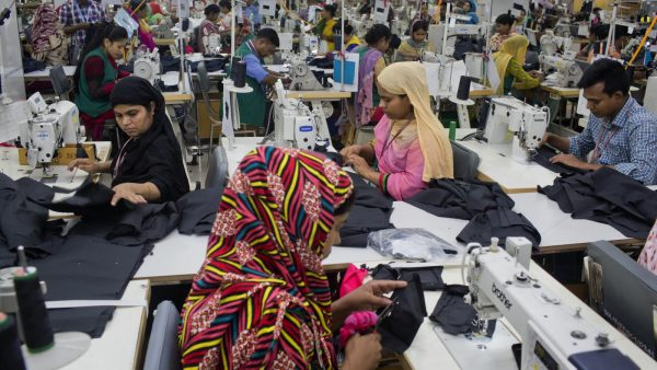 La crise du coronavirus a provoqué le chômage d'un million de salariés du textile au Bangladesh. (Source : Quartz)