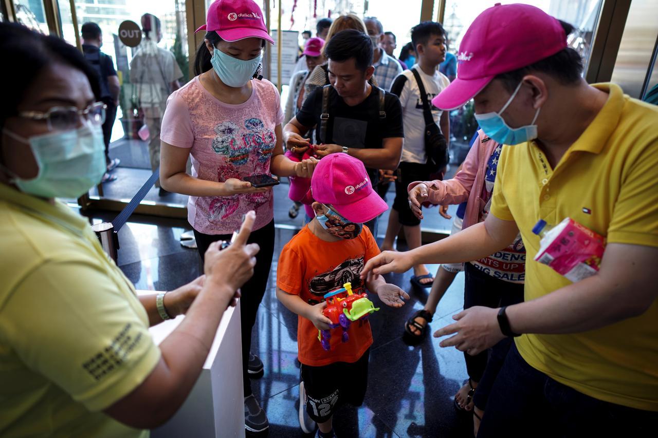 La Thaïlande, elle, avait attiré près de 40 millions de touristes en 2019. Ils seront 8 millions en 2020, soit une dégringolade de 80 %. (Source : Reuters)