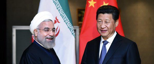 Le président iranien Hassan Rohani et son homologue chinois Xi Jinping, le 23 avril 2015 à Jakarta. (Source : Caspian News)