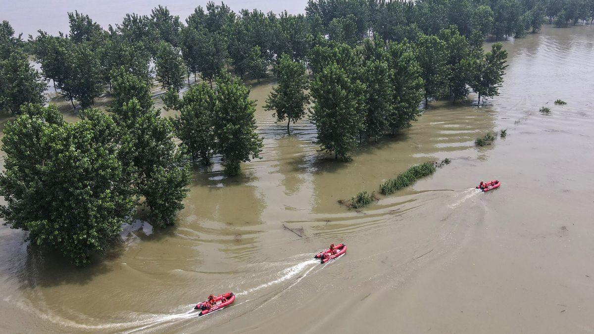 Les pluies torrentielles de juin-juillet ont mis à mal le système de citernes et de barrages au centre au sud de la Chine, deux régions qui ont reçu très peu d'aide des autorités. Résultat, les inondations ont laissé un grand nombre de récoltes détruites ou à l'abandon. (Source : CNN)
