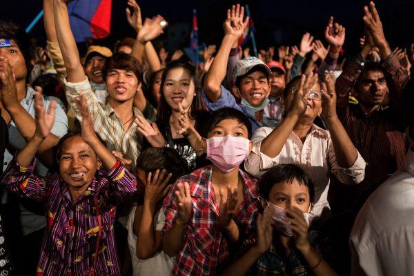 """Éléonore Sok-Halkovich : """"Je ne connais pas de jeunes Cambodgiens qui rêvent de faire la révolution. Mais j'en connais qui sont en colère et rêvent d'une évolution de la société, des mœurs, de la politique."""" (Source : NYT)"""