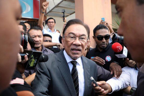 Anwar Ibrahim, chef du People's Justice Party, devait succéder à Mahathir après la victoire électorale de leur coalition, le Pakatan Harapan. (Source : Reuters)