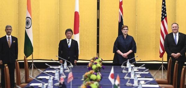 De g. à d., le ministre indien des Affaires étrangères Subrahmanyam Jaishankar, ses homologues nippon Toshimitsu Motegi et australienne, avec le secrétaire d'État américain Mike Pompeo à Tokyo le 6 octobre 2020. (Source : NPR)