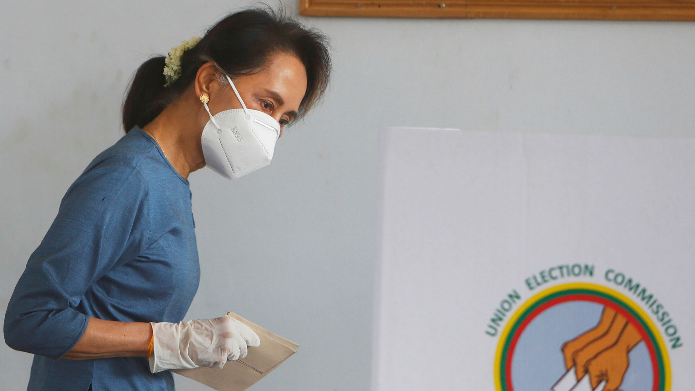 La Première ministre birmane de facto Aung San Suu Kyi a voté en avance, le 29 octobre 2020 dans la capitale Naypyidaw, plus d'une semaine avant le scrutin du 8 novembre. (Source : FT)