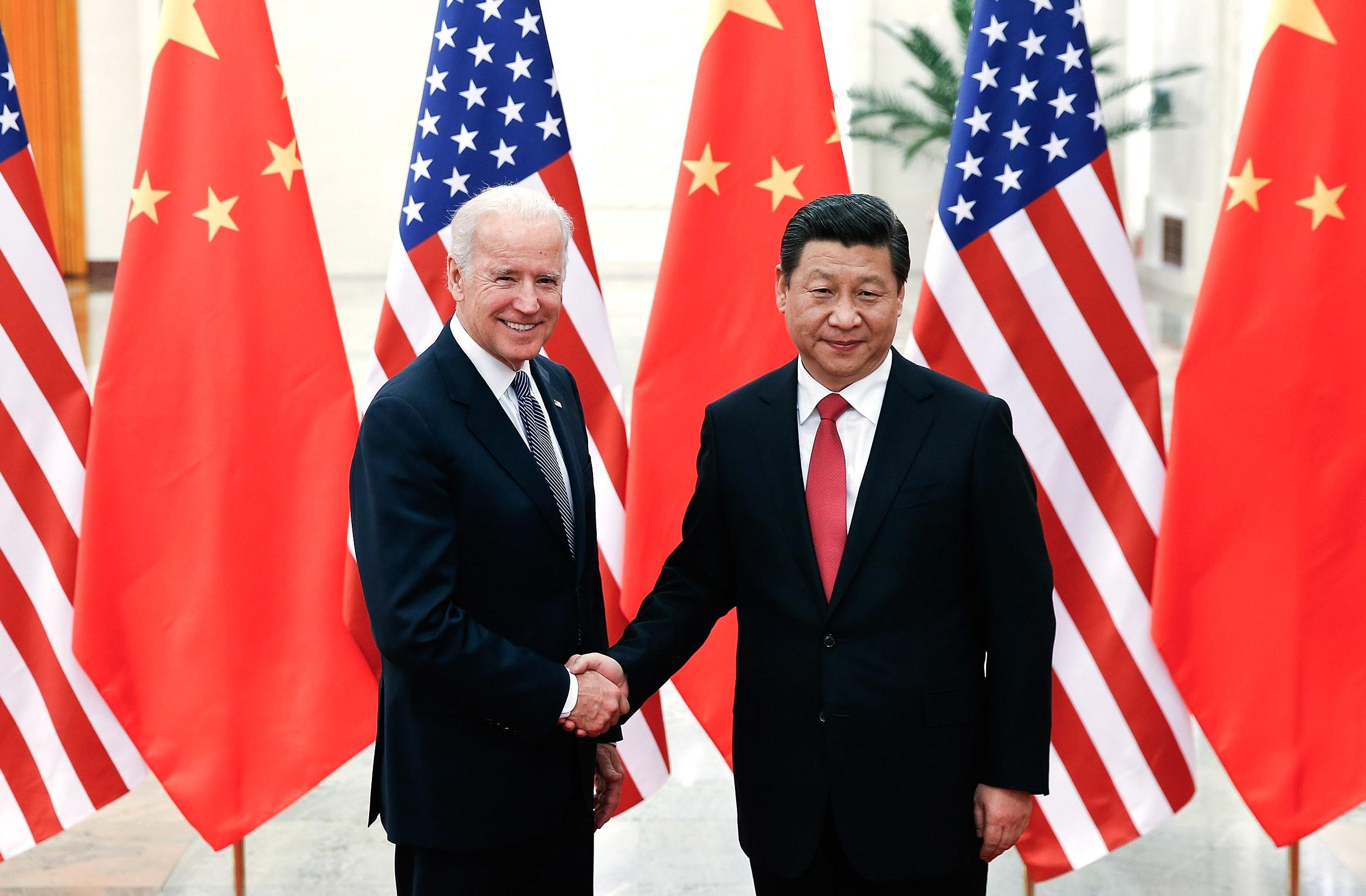 Joe Biden, lorsqu'il était vice-président de Barack Obama, avec le président chinois Xi Jinping, à Pékin le 4 décembre 2013. (Source : CNBC)