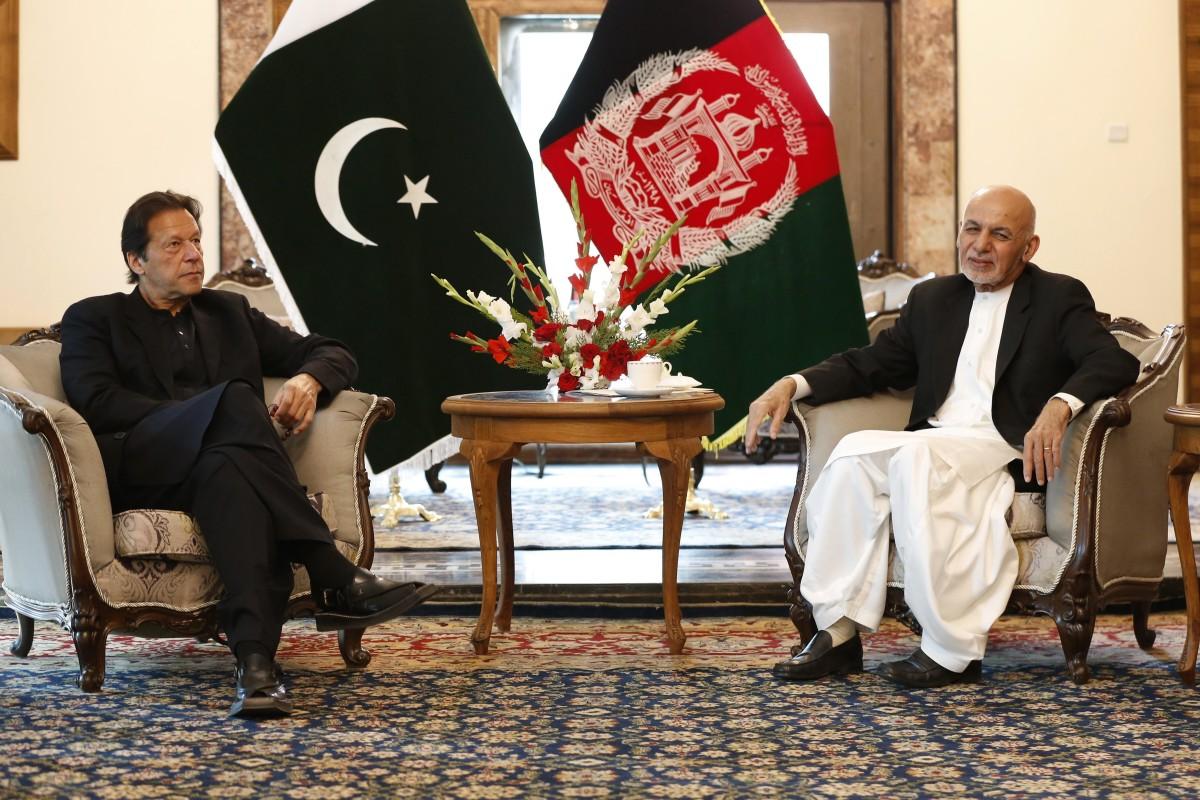 Le Premier ministre pakistanais Imran Khan reçu par le président afghan Ashraf Ghani lors de sa première visite à Kaboul depuis son arrivée au pouvoir, le 1ç novembre 2020. (Source : SCMP)