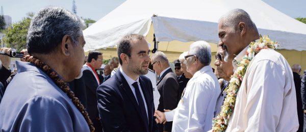 Le ministre français des Outre-mer Sébastien Lecornu à la rencontré les principales forces politiques et économiques dès son arrivée en Nouvelle-Calédonie. (Source : Humanite)