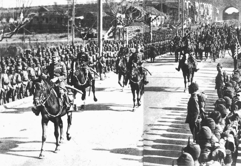 Le général de l'armée impériale japonaise Iwane Matsui, à la tête du corps expéditionnaire en Chine, entre dans Nankin le 17 décembre 1937. Condamné pour crimes contre l'humanité pour son implication dans le massacre, il a été exécuté par les Alliés le 23 décembre 1948. (Source : APPJF)