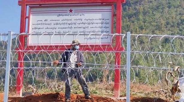 "La ""grande muraille du Sud"" à la frontière sino-brimane. (Source : RFA / Ngwe Soe)"