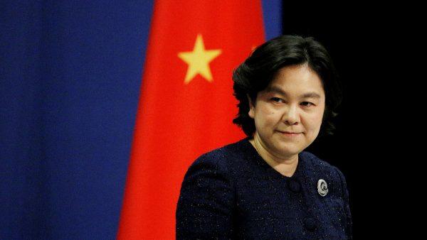 """Hua Chunying, porte-parole du ministère chinois des Affaires étrangères, le 7 janvier 2021 en conférence de presse à Pékin : """"Lorsque des événements similaires [aux violences commises par les partisans de Donald Trump au Capitole] se sont produites à Hong Kong, certains Américains et médias des États-Unis ont réagi différemment."""" (Source : FT)"""